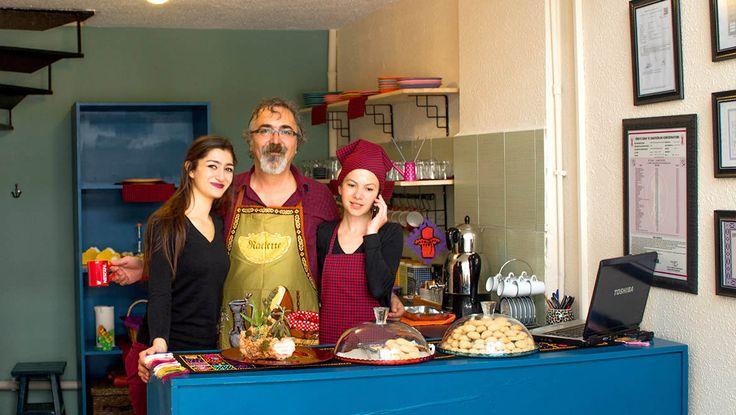 Zeze Cafe - Antalya cafeler . Yardımcılar grlmiş :)