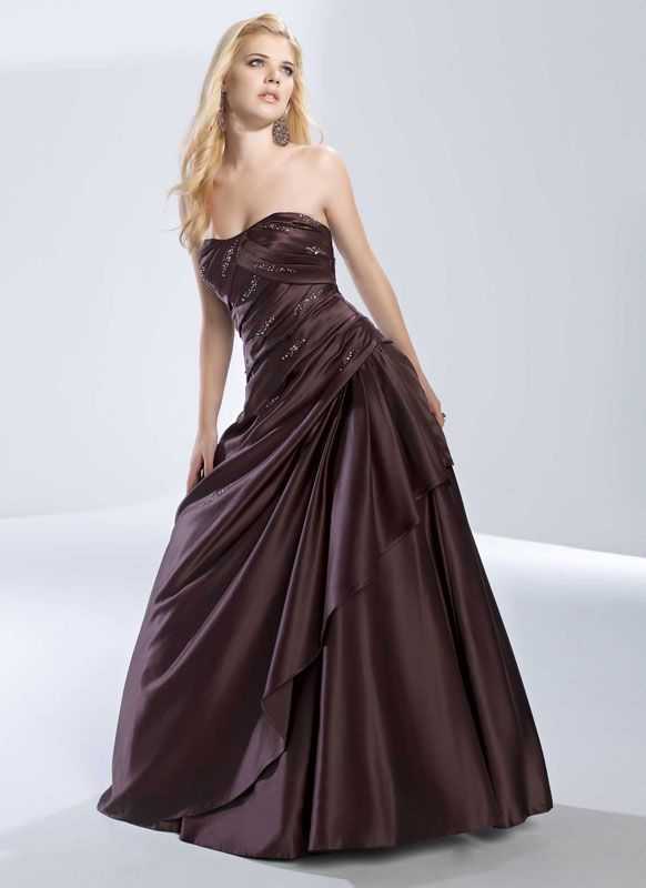 Attractive sleeveless A-line floor-length dress. Would love this in hunter green