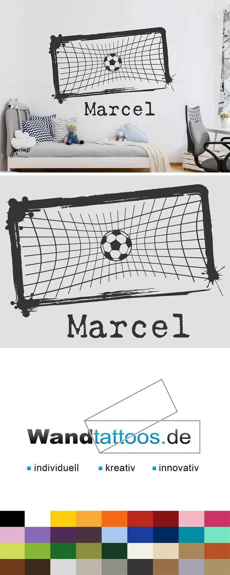 Wandtattoo Fußball im Tor mit Name als Idee zur individuellen Wandgestaltung. Einfach Lieblingsfarbe und Größe auswählen. Weitere kreative Anregungen von Wandtattoos.de hier entdecken!