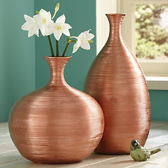 Love the warmth and shape of these vases!