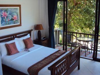 Koh Samui hillside holiday villa has sea and mountain views, this Thailand villa with pool in Chaweng resort, villa is near to Big Buddha Beach, sleeps 4. http://www.1villa.net/Holiday-Rentals/2448/Details.aspx