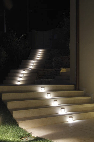 Escaleras exteriores iluminaci n pinterest solar - Iluminacion escaleras ...
