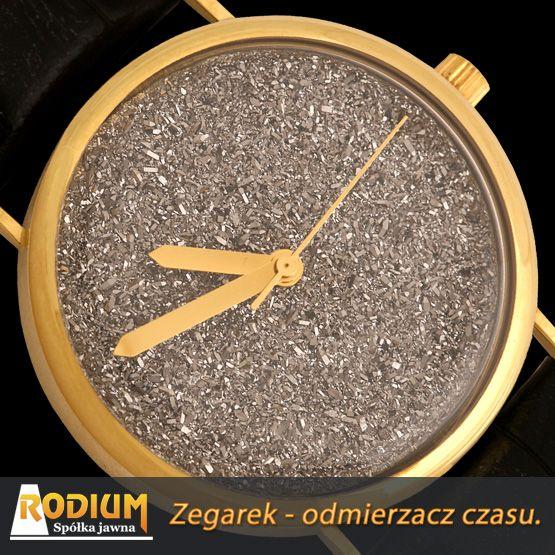 Złoty zegarek jest synonimem ponadczasowej elegancji i luksusu.