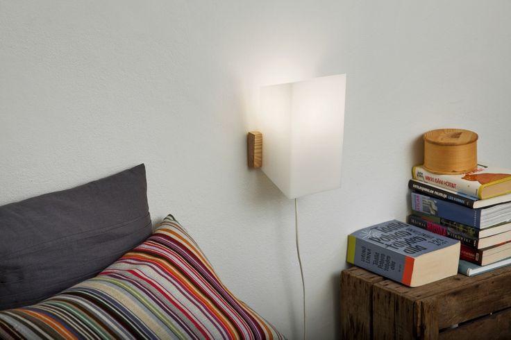 Maija wall lamp by Yki Nummi from side.