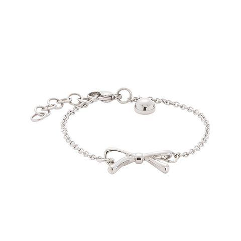 Hübsches Armband aus Edelstahl mit verspielter Schleife als Anhänger. Das zarte Schmuckstück ist ein tolles Accessoire für alle, die über eine romantische Ader verfügen. #schleife #armband #schmuck #silber