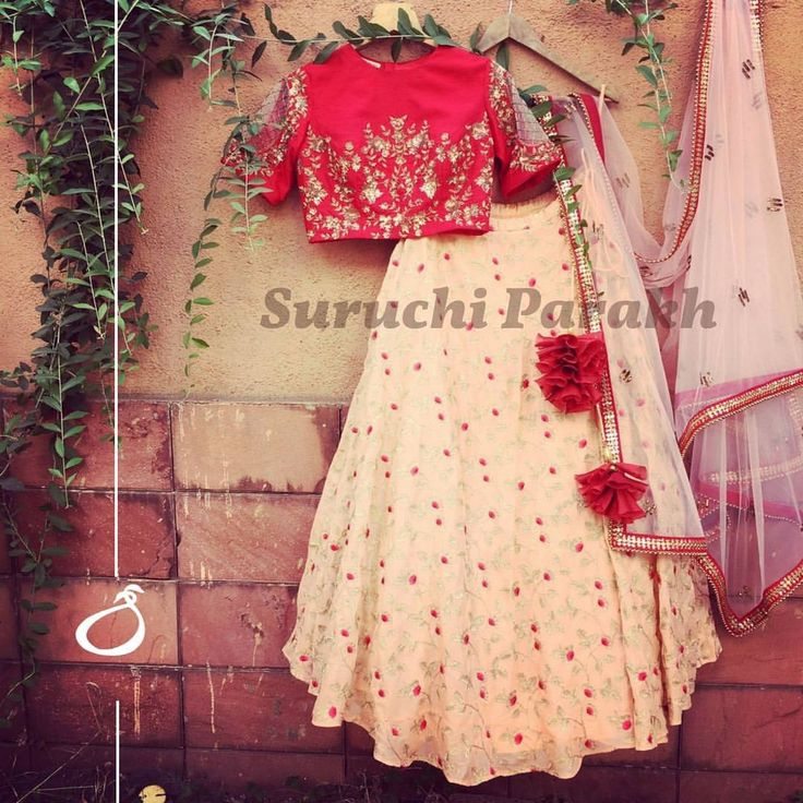Greeting you all with this lovely lehenga with such a pretty color combination. The blouse with really stylish sleeves and a very beautiful skirt yes we are in love with this one! 25 March 2017