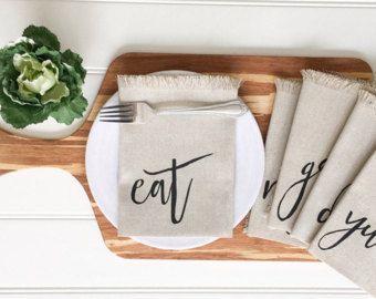 Linen Napkins - Eat Napkins Cloth Napkins Yum Napkins Dinner Napkins Tablescape Kitchen Decor Table Setting Outdoor Entertaining Farmhouse #farmhouse #napkins #rustic #diningroom #kitchen #eat #diy #diynapkins #cricutprojects #sponsored #ss
