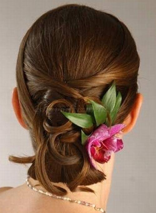 esküvői frizurák félhosszú hajból - alkalmi frizura félhosszú hajból