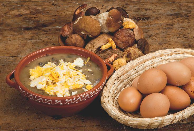 Dnes si připravíme jednu z nejoblíbenějších polévek našeho kraje – kyselo. Zadělávané kyselo se vařilo z kysaného chlebového těsta. Ovšem pouze tehdy, když se pekl chléb.