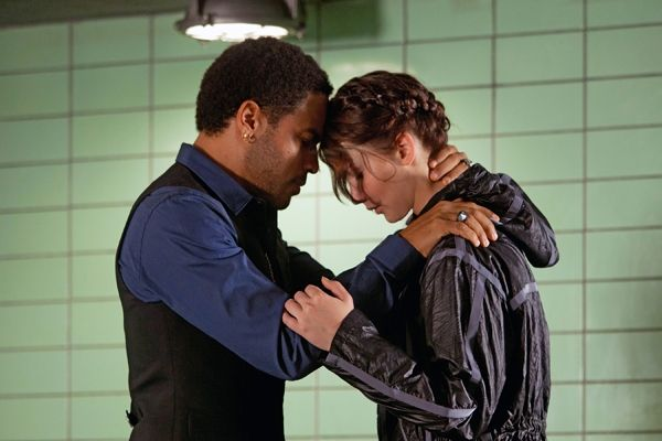 NEW Cinna and Katniss Photo! And an Interview with Lenny Kravitz! How great is this picture? It totally shows the relationship between Cinna and Katniss!: Katniss, Movies, Hunger Games, Book, Hungergames, The Hunger Game, Cinna
