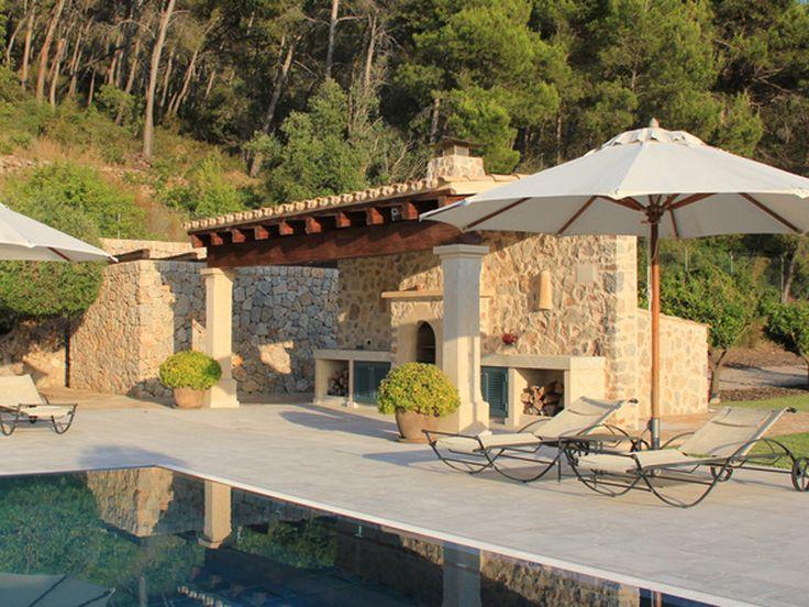 Mediterrane Häuser stehen für Wärme und Gemütlichkeit. Einen einheitlichen Baustil gibt es jedoch nicht. bauen.de zeigt typische Details für Fassade, Dach und Co.