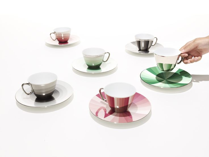 「From dawn till dusk」 The third round in the D-BROS mirrored cup & saucer series, a simple radial or concentric circular pattern reflects subtle gradations of color evoking changes in the sky above the horizon or the gradual passage of time. The silver mirrored rim of the saucer adds an element of style to this special series.