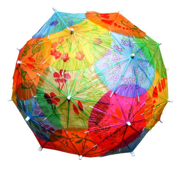 lampa z parasolek do drinków