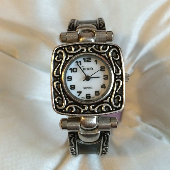 Relógio elegante em prata e preto Este é um relógio de punho feito com um acabamento em prata escovado …   – My Posh Picks