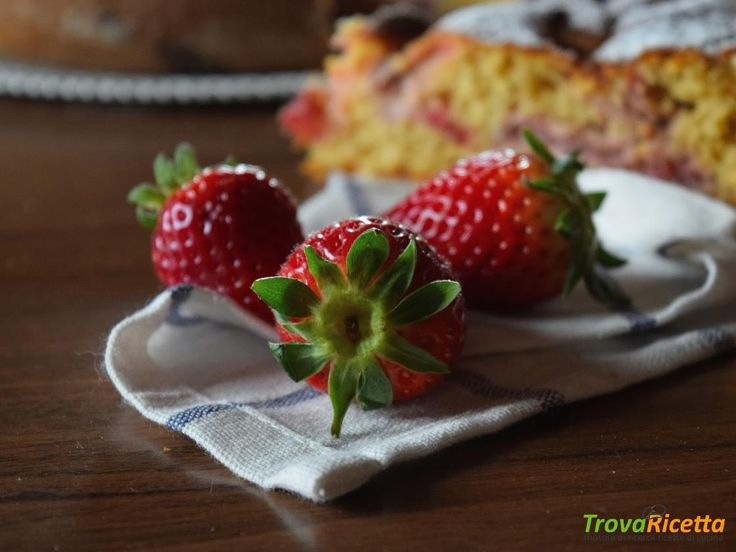 Torta di farro alle fragole, cocco e lemon curd  #ricette #food #recipes