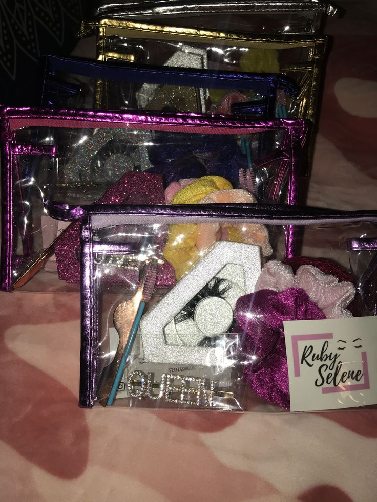Cosmetic bag with mink eyelashes and goodies!😍😍 Beauty