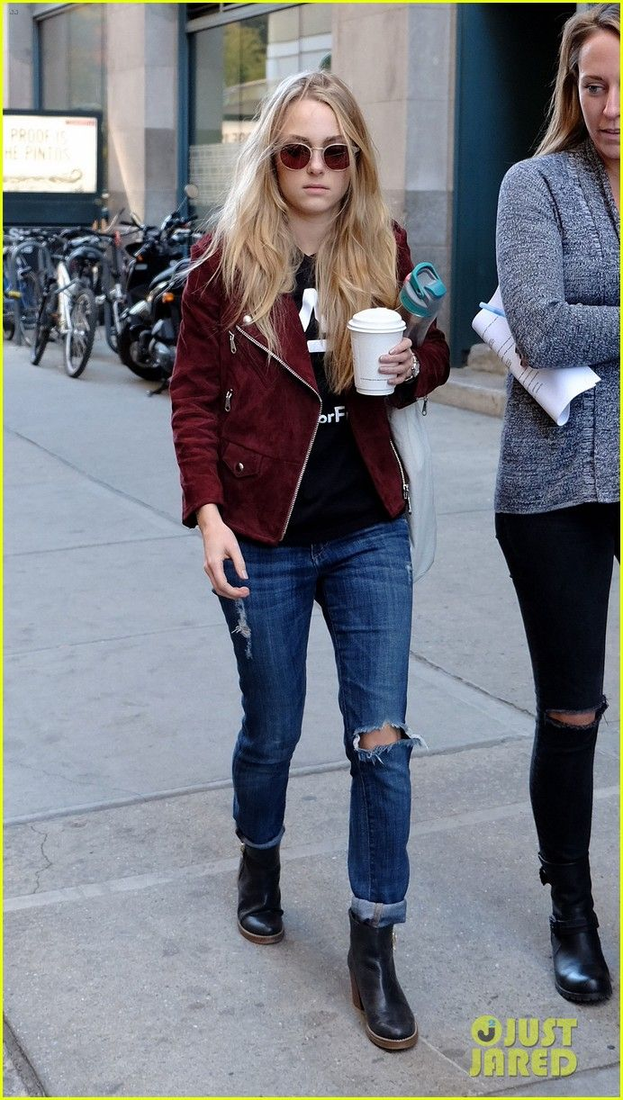 AnnaSophia Robb Says Duck Face is Boring!: Photo #885035. AnnaSophia Robb has her hands full with a coffee and water bottle while walking around the East Village on Monday afternoon (October 26) in New York City.    The…