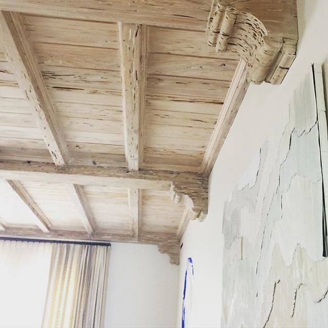 Timeless pecky cypress ceiling design. #historicpalmbeach #oldgrowthpecky #floridacypresswoodproducts #palmbeachdesign