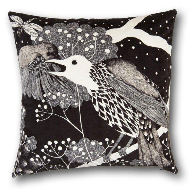 Fågelskri, velvet cushion by Nadja Wedin Design #nordicdesigncollective #nadjawedindesign #birdscream #velvet #cushion #interiordesign