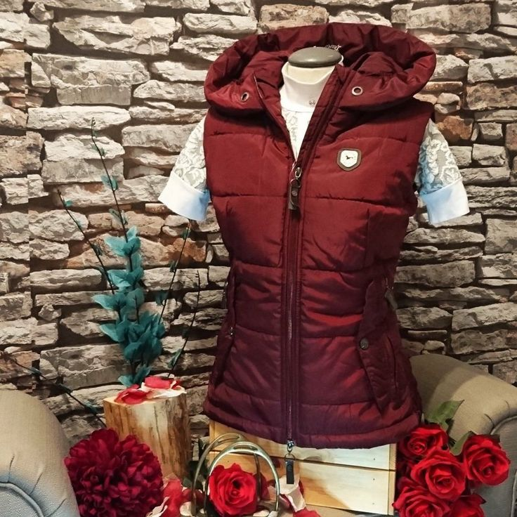What do you think about this gorgeous Lauria Garrelli Scotland Waistcoat in Red Wine colour? Its perfect for this winter with its big hood and insulated filling! | It's so stylish and cosy! | Don't miss out and buy now at Lofthouse Equestrian! HKM Sports Equipment | #fashion #horserider  #style #love #hkmsports #loftyequestrian