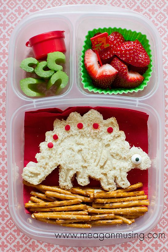 simple dinosaur bento packed in at easylunchboxes box via. Black Bedroom Furniture Sets. Home Design Ideas