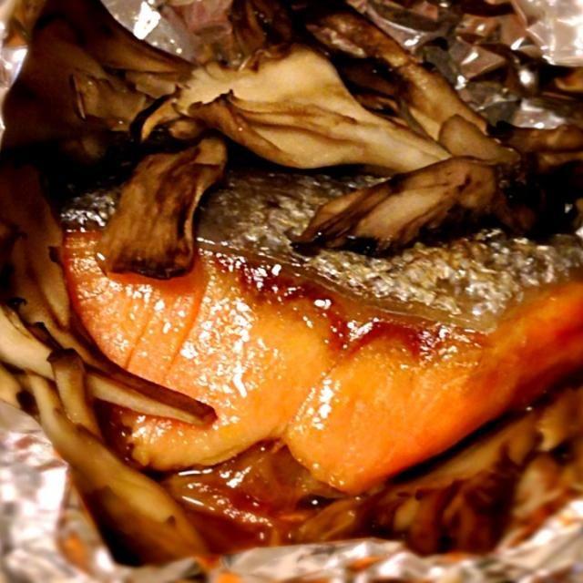 舞茸の香りがふわ〜っと(≧∇≦) - 70件のもぐもぐ - 鮭と舞茸のホイル焼き、バター醤油で。 by ユキ