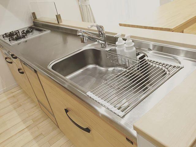 プチミニマリスト生活を始めよう キッチンに水切りかごを置かない方法をご紹介します Folk 水切りかご キッチン 水切り 賃貸キッチン