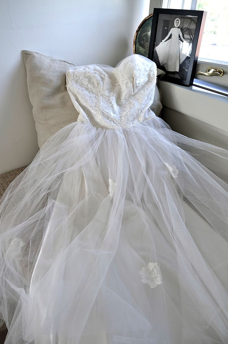 Vintage wedding dress www.mrskvintageweddings.com instagram @mrskvintageweddings