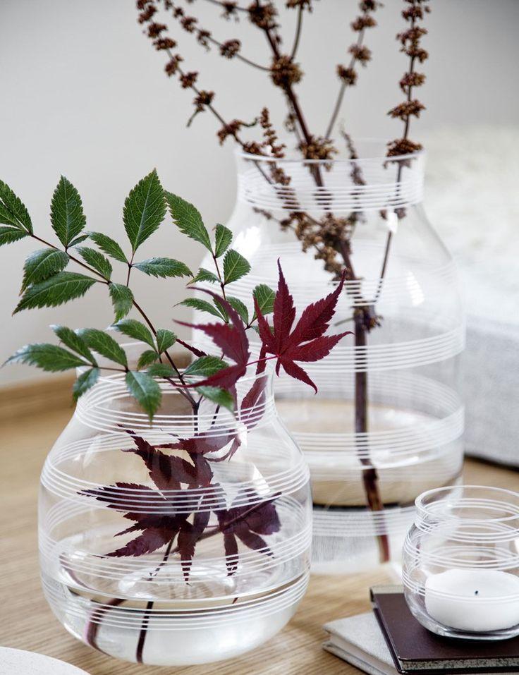 Vakker glasvase fra Kahler i Håndblåst glass. Omaggio vasen i glass er skapt i samme ånd som resten av Omaggio serien. Bruk vasen alene, eller sammen med andre produkter i samme serie.   Mål H:28 Ø:18 cm