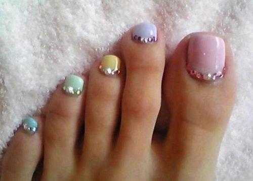 Toe Nail Art using rhinestones