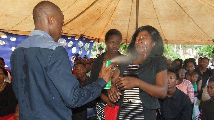 Penyembuhan ala Pastor Afrika selatan: Semprotkan Anti Serangga ke Muka Jemaat