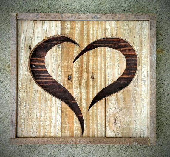 Handmade Reclaimed Rustic Pallet Wood Heart Home von RHPalletDesign