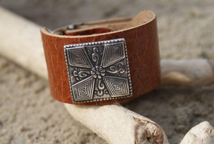 Armband leer kruis bruin | Leren armbanden | Gaya Creation