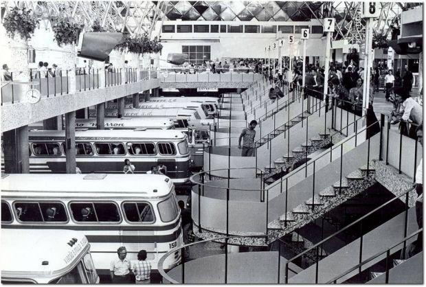 Movimento em 1977: terminal recebia até 2.500 ônibus por hora e afetava trânsito  / Acervo/Estadão