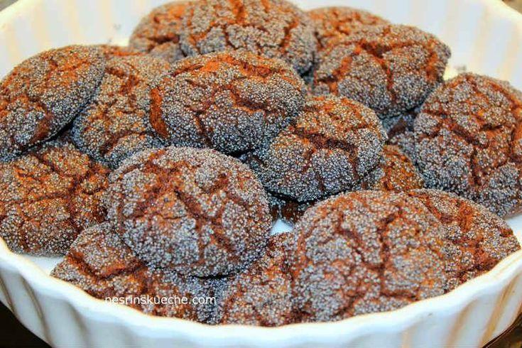 Şaşırtıcı bir lezzeti olan nefis kurabiyeler... Yoğun kakaolu, içi yumuşacık ve dışı haşhaş taneleri sayesinde çıtır çıtır.