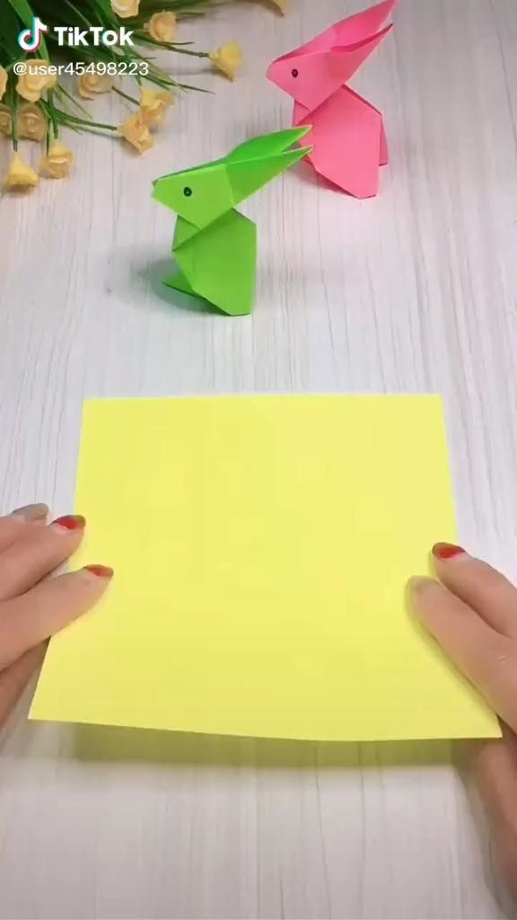 Bunny Origami, Instruções Origami, Origami Videos, Paper Crafts Origami, Cool Paper Crafts, Paper Flowers Craft, Diy Crafts For Girls, Halloween Crafts For Kids, Dessin My Little Pony