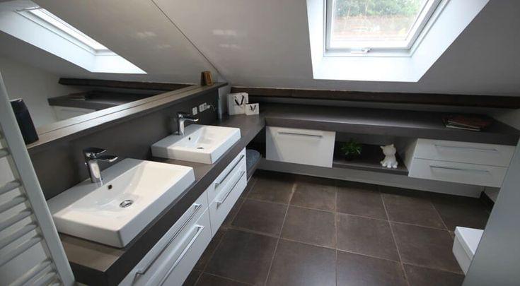 Polierter Betonschrank für ein Badezimmer unter kriechen!   Atlantisches Bad