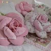 Almohada o cojín en forma de rosa