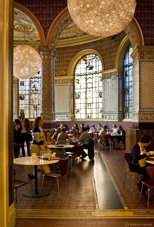 the lovely V & A tearoom. Victoria & Albert Museum, Kensington, London. #london #tea