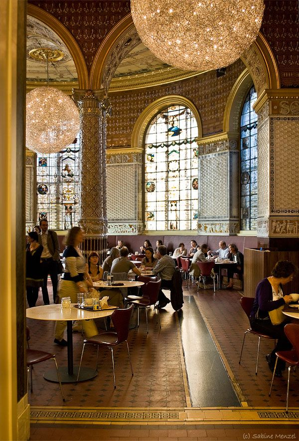 the lovely V & A tearoom. Victoria & Albert Museum, Kensington, London. #london #tea