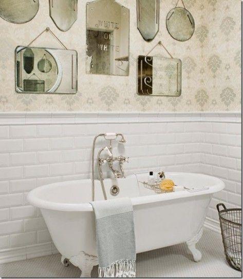 Specchi dal sapore retrò - Specchi antichi per arredare il bagno in stile vintage.