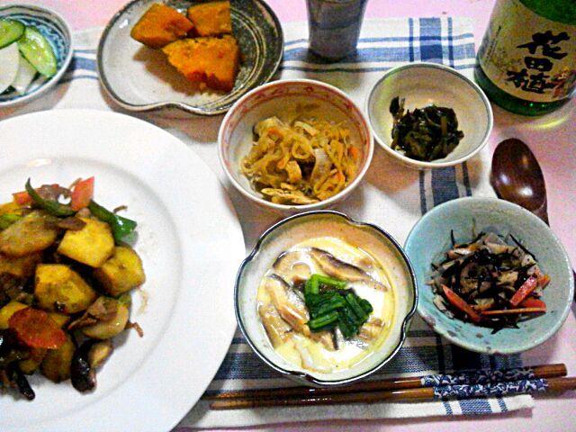 誕生プレゼントにもらった日本酒が美味しい。 - 8件のもぐもぐ - 茶碗蒸し、サツマイモやカブの中華風炒めもの、切り干し大根、ひじき、きゅうりと大根の塩麹漬けなど、花田植(日本酒) by hotaru27