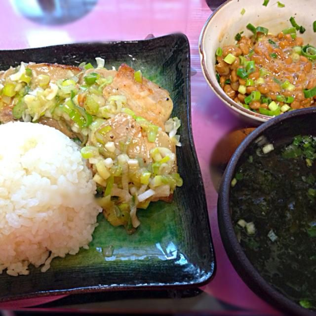 三枚肉のネギ塩ダレ、ごはん、納豆、アーサ汁! - 12件のもぐもぐ - 三枚肉のネギ塩炒め by Marietty