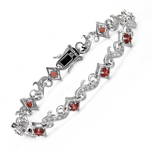 """Nydelig armbånd i 925 Sterling sølv, dekorert med 9 stk røde granatkrystaller og flere hvite Cubic Zirkonia. Bredde: 9,5 mm. Høyde: 4 mm. Total lengde: Ca 17,8 cm (7""""). Total vekt: 12,5 g. #smykke #armbånd #sølv #granat #krystall  #zirkonia #zendesign"""