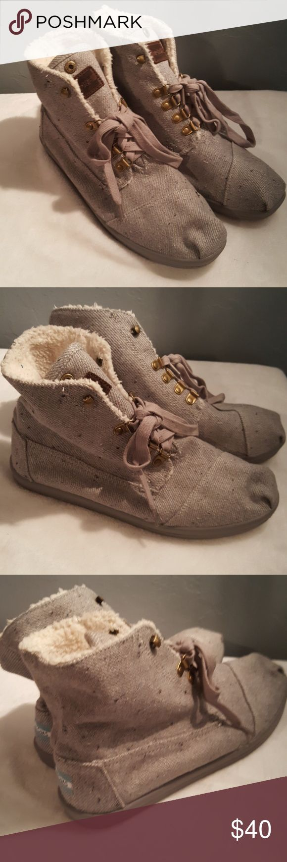 Toms Botas Chukka Faux Shearling Lace-up Boots Canvas Faux Shearling lined Very soft lining In great condition Comfy Toms Shoes