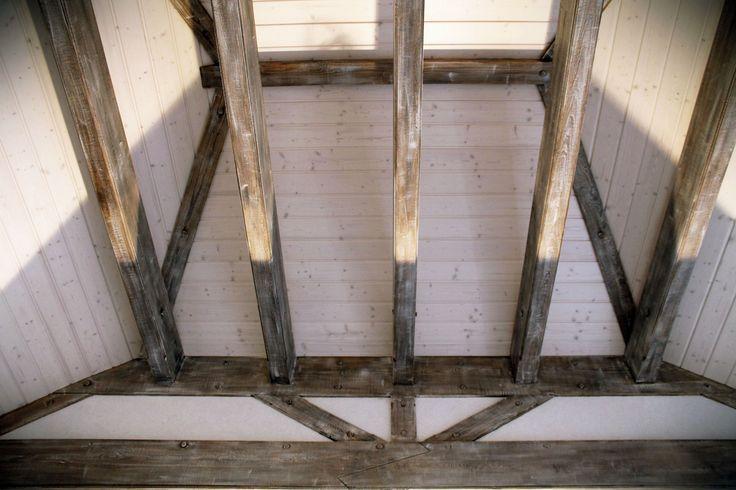 www.drewnoikamien.pl Wooden painted beams.