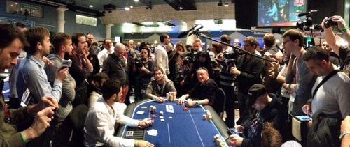 On est à la bulle : médias et joueurs sont aux abois lorsqu'un coup à tapis se déclare. #poker