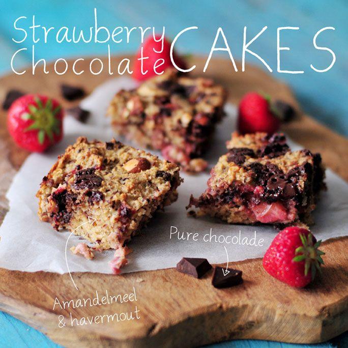 Chocolade aardbei cakes:  Havermout - 125 gram Amandelmeel - 75 gram Gebroken lijnzaad - 25 gram Zeezout - snufje Amandelen - 40 gram Pure chocolade 86% - 50 gram Banaan - 1 Ei - 2 Kokosolie - 40 gram Amandelmelk - 100 ml Aardbeien - 200 gram