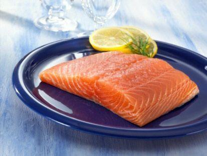 Il salmone il salsa olandese è una ricetta semplice e molto dietetica. La trovate nel prezioso ricettario di Pierre Dukan.