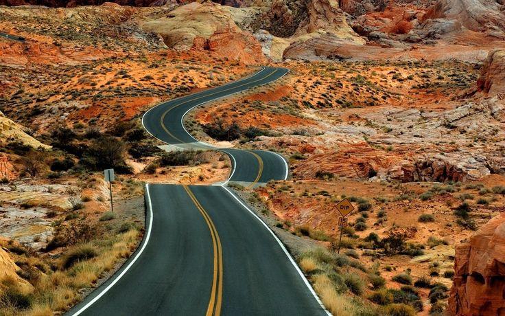 Çöldeki asfalt yol